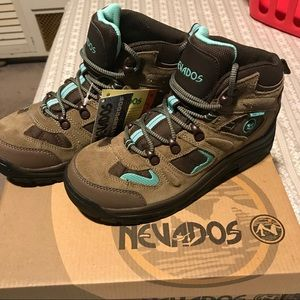 Nevados waterproof hiking boots